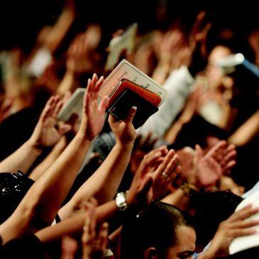 La adoración y la alabanza ahuyentan a los demonios.