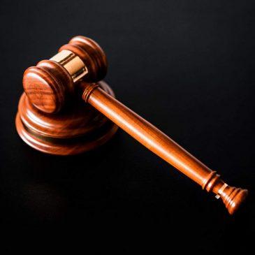 6 maldiciones por administrar injusticia