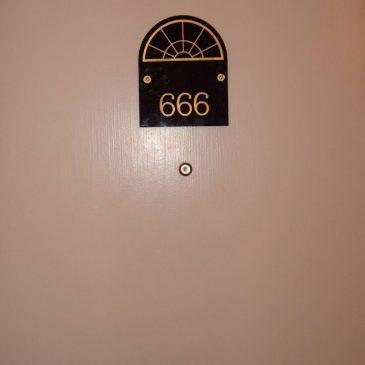 Evite el número 666.