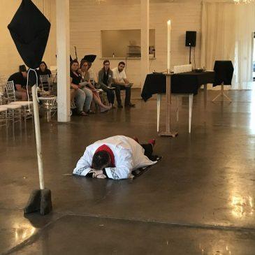 Acostarse en el suelo, boca abajo, es la mejor adoración.